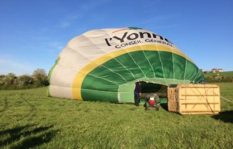 Préparation vol montgolfière
